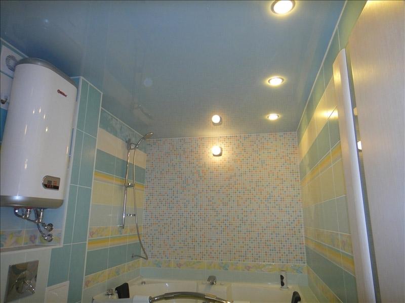 Как выбрать потолок в ванной комнате